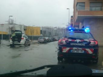 El cotxe dels gendarmes aturat a Tordera. RADIO TORDERA