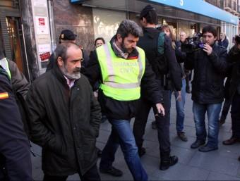 Un dels detinguts en l'operació policial d'ahir, en un despatx d'economistes situat a la rambla Nova de Tarragona ACN