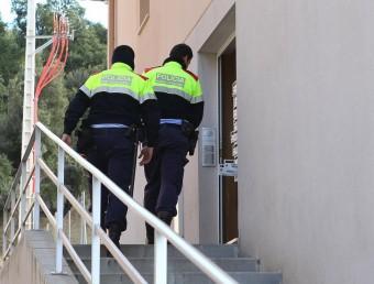 El detingut va sortir del vehicle i es va intentar amagar en un edifici situat al número 44 de l'avinguda Pau Casals JORDI RIBOT (ICONNA)
