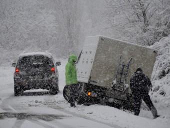 Un camió s'ha sortit de via a la carretera per accedir a Espot, al Pallars Sobirà ACN