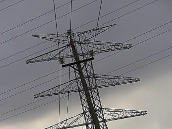 Torres de la línia de molta alta tensió (MAT) a l'Alt Empordà.  ARXIU