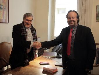El director de la Casa de la Generalitat a Perpinyà, Josep Puigbert, amb el president de l'Associació de Municipis de la Catalunya del Nord, Guy Hilary. A.R