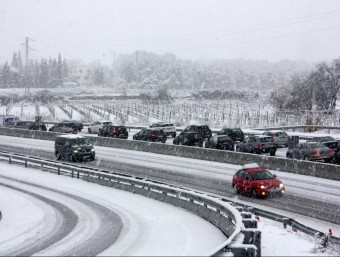 Cotxes atrapats ahir al matí a la carretera C-15 , entre Vilafranca I Vilanova ACN
