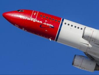 La companyia nòrdica també se la coneix com l'aerolínia del morro vermell, o 'red nose', pel disseny del fuselatge dels seus avions.  NOWEGIAN