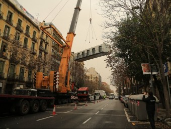 Muntatge d'una de les promocions de La Casa por el Tejado a l'Eixample de Barcelona