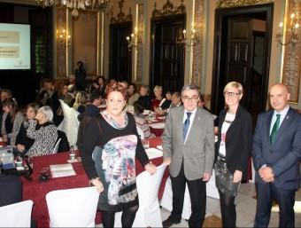 Constitució del grup al saló de sessions de la Paeria amb la comissionada Rosa palau i l'alcalde Ros al capdavant ACN