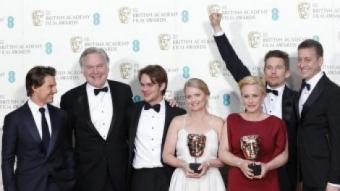 Els productors –inclòs Tom Cruise– i actors de 'Boyhood' després de triomfar a la gala dels Bafta S. PLUNKETT/REUTERS