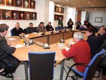 Els alcaldes de l'ABS de l'Escala es van reunir ahir a l'ajuntament escalenc. JOAN SABATER