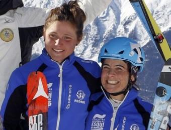 Mireia Miró i Marta Riba (d), en el podi de la prova per equips del mundial d'esquí de muntanya VERBIER 2015