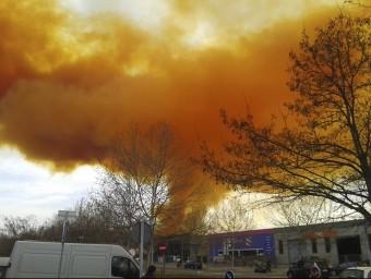 El núvol irritant provocar per l'explosió en una empresa química d'Igualada REUTERS