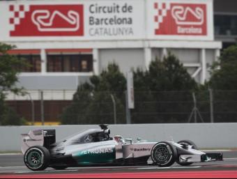 Hamilton (Mercedes), durant la cursa de F-1 del 2014 al Circuit MIQUEL ROVIRA