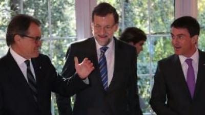 El president de la Generalitat, Artur Mas, conversa amb els caps de govern espanyol, Mariano Rajoy, i francès, Manuel Valls, aquest divendres a Peralada ACN