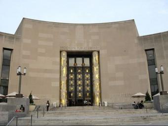 Raimon Almirall, fill de Josep Almirall, va projectar la Biblioteca Pública de Brooklyn.  ARXIU