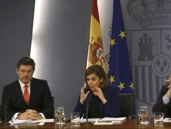 El ministre de Justícia, Rafael Català, i la vicepresidenta del govern espanyol, Soraya Sáenz de Santamaría, després del consell de ministres del dia 27 que va aprovar el canvi.  EFE
