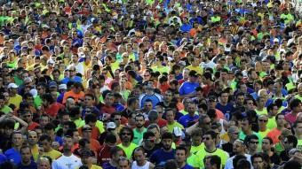 Milers de participants en una cursa popular a Barcelona. EFE