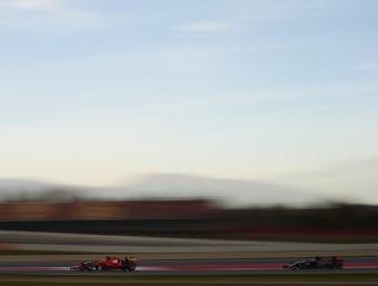 Räikkönen (Ferrari), seguit per Sainz (Toro Rosso) durant els entrenaments d'ahir SIU