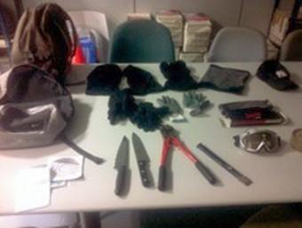 Els objectes comissats al lladre que van detenir la mateixa nit de l'assalt