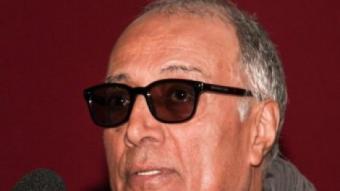 Abbas Kiarostami, com sempre amb ulleres fosques, dimarts a la Filmoteca FILMOTECA
