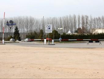 Els agents dels Mossos van dur a terme la inspecció ocular a l'aparcament de la discoteca Millennium, on van localitzar les sabates de la presumpta víctima JOAN SABATER