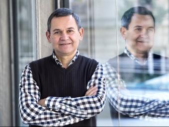 Àngel Castañeira (a la foto en les dependències d'Esade) és doctor en filosofia i ciències de l'educació per la Universitat de Barcelona.  JOSEP LOSADA