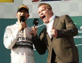 """Hamilton i Schwarzenegger cridant """"Tornaré"""" AFP"""