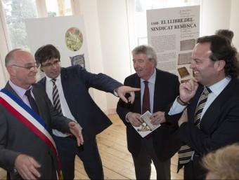 Yves Barniol, Carles Puigdemont, Xavier Soy i Josep Puigbert durant l'inauguració.