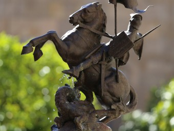 Sant Jordi in Catalonia: Statue of the saint on the Pati dels Tarongers in the Palau de la Generalitat,  A. PUIG / J. RAMOS / A. GARCÍA