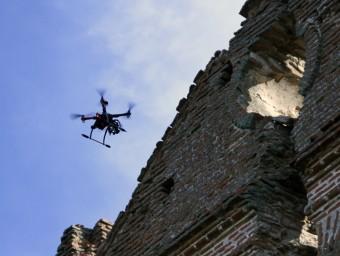 Un drone de Copisa filmant un edifici.  L'ECONÒMIC