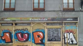 Una imatge d'un establiment de Madrid on, entre d'altre coses serveixen 'entrepanes'. PIUS PUJADES