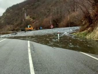 Una esllavissada d'aigua i fang va obligar a tallar la carretera N-230 a Bossóst ACN