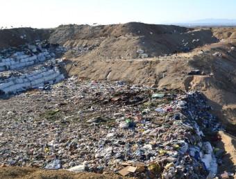 Les instal·lacions actuals de l'abocador comarcal de Pedret i Marzà on se situarà també el nou CTR EL PUNT AVUI