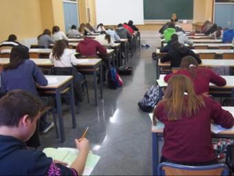 L'alumnat realitza la porva ales aules de la Politècnica d'Alcoi. B. SILVESTRE