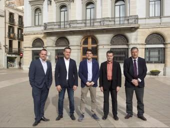 Al centre Marc Castells (CiU), alcalde de la ciutat durant els darrers quatre anys. A l'esquerra de la imatge, Robert Hernando (Pxc) i Jordi Riba (PSC), i a la banda dreta, Josep Maria Palau (ERC), soci de govern durant aquest mandat, i Joan Agramunt (PP) J.C LEÓN