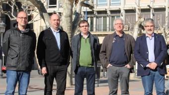 Els caps de llista davant de l'Ajuntament de Balaguer. D'esquerra a dreta: Carles Mateu (CUP), Jordi Ignasi Vidal (ERC), Joan Maria Molins (PP), Carlos García (PSC) i Josep Maria Roigé (CiU). Falta Albert López (Cs) D. MARÍN