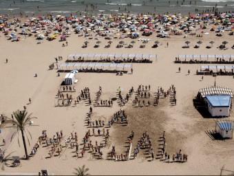 Reivindicació a la platja de Gandia a l'agost de 2011. EL PUNT AVUI
