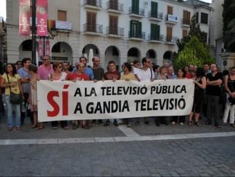 Protesta pel tancament de Gandia TV. EL PUNT AVUI