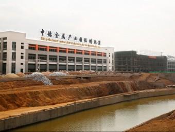 Edificis en construcció al Metal Eco City, el nou parc industrial de la ciutat xinesa de Jieyang .  L'ECONÒMIC