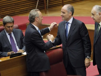 El president Alberto Fabra, el dia que va prendre possessió del càrrec, amb Francisco Camps i l'exsíndic del PP Rafael Blasco JOSÉ CUÉLLAR