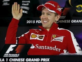 Vettel, somrient durant una roda de premsa REUTERS