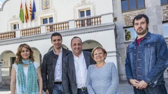 D'esquerra a dreta, en la imatge apareixen els alcaldables d'ERC, Helena Solà, del PP, Manuel Buenaño, d'Inciativa, Jordí Miró, del PSC i actual alcaldessa del municipi, Carme Carmona, i, finalment, el candidat de Compromís, Carles Escolà JOSEP LOSADA