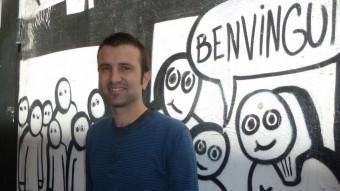 Pau Juvillà, cap de llista de Crida per Lleida, fotografiat al nucli antic de Lleida, prop de la seu de la CUP.  EVA POMARES