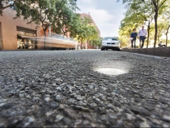 L'empresa catalana Urbiòtica ven sensors per gestionar els aparcaments en superfície.  ARXIU