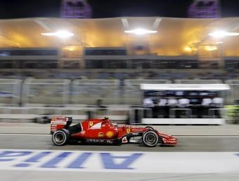 Räikkönen circula pel carrer de boxs durant els entrenaments a Sakhir, ahir REUTERS