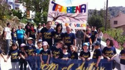 El president d'Escola Valenciana amb una colla de la Trobada. FEV