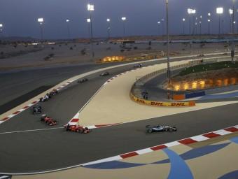 Hamilton, seguit per Vettel, Räikkönen i Rosberg en la primera volta REUTERS