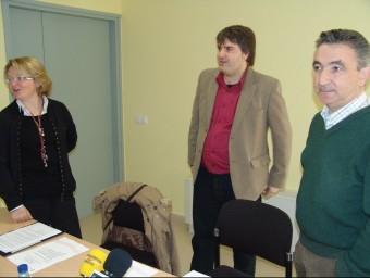 L'alcalde de Sant Pere Pescador Jordi Martí (IpsP.AM), amb Agustí Badosa, que és candidat de CiU i futur alcalde, amb una exregidora, en una foto d'arxiu. J. P