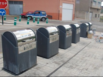 Contenidors de recollida selectiva instal·lats a Banyeres de Mariola. EL PUNT AVUI