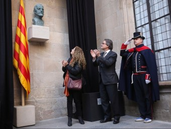 El president Mas, inaugurant el restabliment al seu lloc original del bust d'Enric Prat de la Riba.  ARXIU