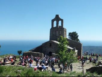 L'església de Santa Helena, -aquí en un imatge de l'edició 2014 de la caminada- és el punt de trobada de les expedicions que surten dels diferents pobles VIA PIRENA