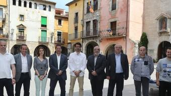 Els nou candidats a l'alcaldia de Torroella de Montgrí i l'Estartit , Juan, Navarrete, Comas, Cordon, Sarquella, Rufí, Colomí, Casamort i Huertas, en la Plaça de la Vila. MANEL LLADÓ